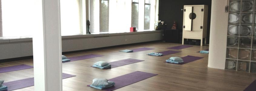 Welkom bij Yoga en Pilates Den Bosch Bamboe Hart in Den Bosch! Leden van Bamboe Hart kunnen zich aanmelden op www.momoyoga.com/bamboe-hart/ Niet leden met interesse kunnen me mailen op info@bamboehart...